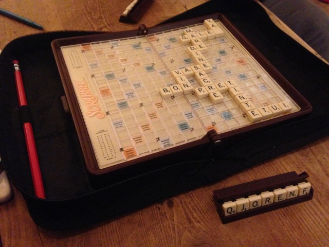 playing Scrabble in French